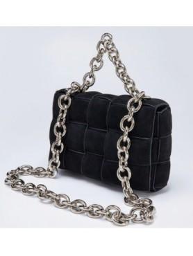 Accueil Accessoires pour femme sac à main tressé matelassé avec lanières en chaines en daim noir grand format -- HouseOfPeopl...