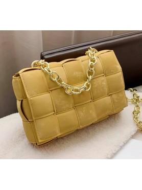 Accessoires pour femme sac à main en nubuck tressé matelassé avec lanières en chaines mustard moutarde moyen format