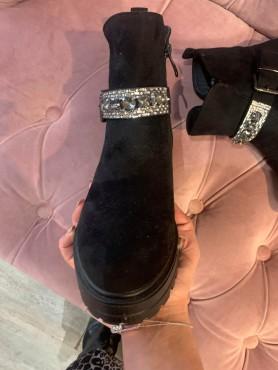 Accueil Chaussures bottes bottines bijoux noir strass taille 39 -- HouseOfPeople.fr