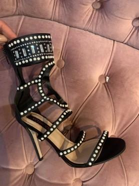 Chaussures femme talon haut noir perles taille 40 et 41 destockage