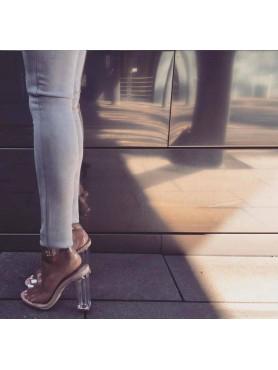 Accueil Chaussures pour femme sandales à lanières nude plexis transparantes destockage en taille 38 -- HouseOfPeople.fr