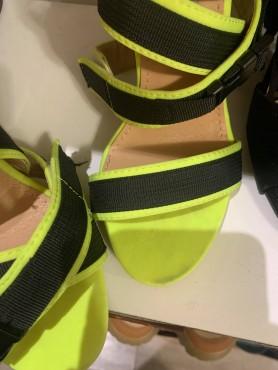 Accueil Chaussures femme talon haut neon jaune et noir destockage taille 36 -- HouseOfPeople.fr